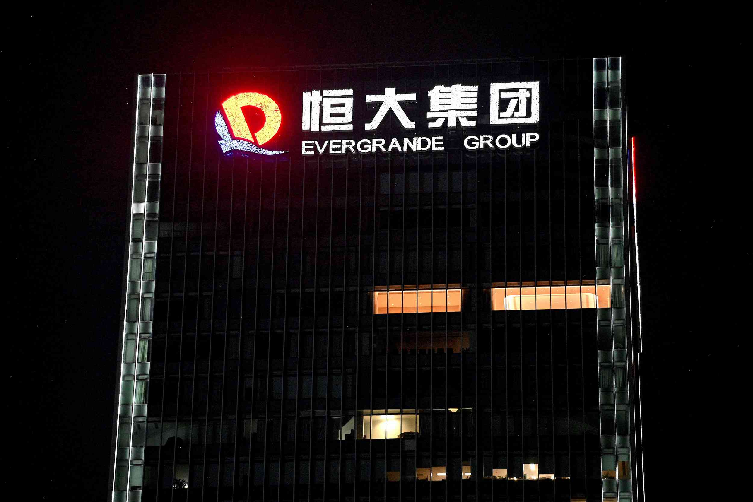 China's biggest developer near to default, falling to 'B' credit rating